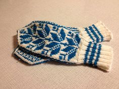 """""""Norwegian Mittens for Mimi"""" Free pattern on Ravelry, love the traditional construction and colors! """"Norwegian Mittens for Mimi"""" Free pattern on Ravelry, love the traditional const… Knitted Mittens Pattern, Fair Isle Knitting Patterns, Knit Mittens, Knitted Gloves, Wrist Warmers, Hand Warmers, Norwegian Knitting, Fingerless Mitts, Knitting Accessories"""