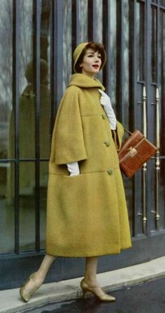 Matching hat, coat and gloves. Coat by Jean Patou, 1958 - Fashion Moda 2019 Fashion 60s, Vintage Fashion 1950s, Vintage Mode, Vintage Couture, Fashion History, Vintage Style, Retro Outfits 1950s, 1950s Clothes, Vintage Dresses