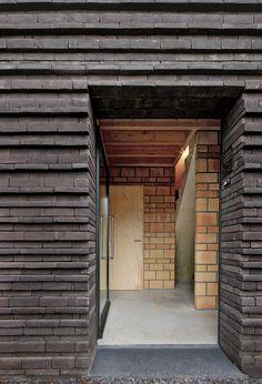 Protruding brickwork • House VR • Lembeek • Belgium • Lezze Architecten • 2012