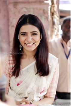 Saree seems familiar Samantha In Saree, Samantha Ruth, South Actress, South Indian Actress, Samantha Images, Samantha Wedding, Classy Outfits For Women, Modern Saree, Frocks For Girls