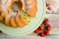 rhubarb strawberry bundtcake