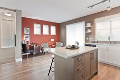 Sun at 72nd - Fantastic kitchen with a cozy breakfast nook. Great way to start your day!