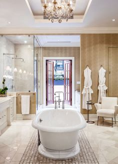 8 interior design tips to take from this gorgeous Upper East Side home in NYC.
