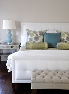 ******* Contemporary Spaces White Headboard Design, Pictures, Remodel, Decor and Ideas - page 7 Bedroom Green, Home Bedroom, Bedroom Decor, Master Bedroom, Bedroom Neutral, Bedroom Ideas, Calm Bedroom, Bedroom Colors, Pretty Bedroom