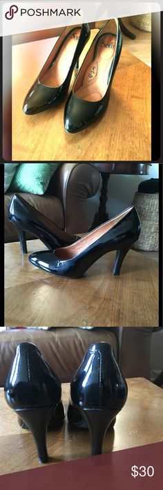Brand New Söfft Black Leather Pumps Classic Heel with high standard Quality. Never worn. Leather upper and lining. I have these shoes in 4 colors. They are the most comfortable heels I've tried and they last for years. Söfft Shoes Heels