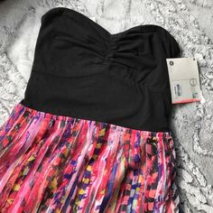 NWT Summer Dress A great summer dress from Roxy. Top is cotton with stretch to it so fits a lot of bust sizes! Top: 96% cotton 4% spandex Bottom: 100% polyester 💕 bottom is sheer and pleated with a liner. Roxy Dresses Strapless