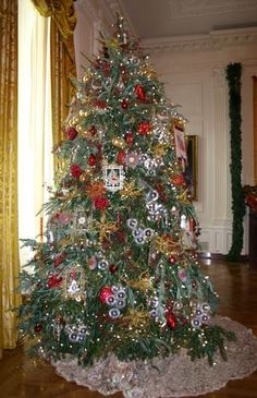 White House Christmas Decorations;