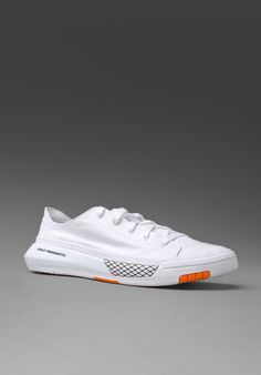 Yohji Yamamoto Best Shoes For Men, Men S Shoes, Your Shoes, New Shoes, White Sneakers, Shoes Sneakers, Y 3 Yohji Yamamoto, Sports Footwear, Shoe Sites