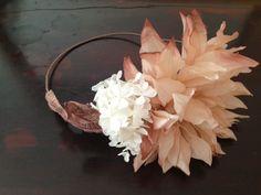 Tocado de flores tiara Rita Von 56.90€