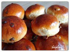 Puha csokis és mazsolás zsemlék   Betty hobbi konyhája Hamburger, Bread, Food, Brot, Essen, Baking, Burgers, Meals, Breads