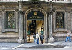 Entrada del Palacio Galería Doria Pamphili. Roma Italia