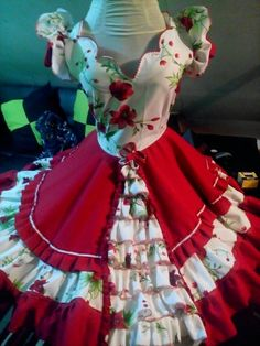 Vestido de huasa talla  s  confeccionando Clogs Outfit, Dance Outfits, Pretty Little, Blouse Designs, Beautiful Dresses, Costumes, Fashion Outfits, Skirts, Cute