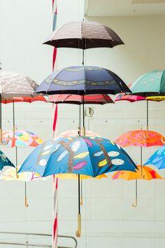 マリメッコやムーミンのテキスタイルを手がける「鈴木マサル」の傘展、表参道で開催の写真3 Umbrellas Parasols, Beach Umbrella, Pattern Fashion, Textile Art, Textiles, Pretty, Rain, Design, Style
