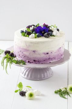 Ombre-Torte mit Heidelbeeren - Baking Barbarine // Ombre Cake with blueberries - Kuchen und Torten - Cake-Kuchen-Gateau Cake Decorating Frosting, Birthday Cake Decorating, Ombre Cake, Blueberry Cake, Blueberry Recipes, Torte Au Chocolat, Cake Recipes, Dessert Recipes, Frosting Recipes