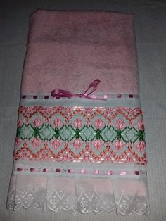 German Knotted Blanket Stitch (Step By Step & Video) Swedish Embroidery, Hardanger Embroidery, Embroidery Kits, Ribbon Embroidery, Embroidery Stitches, Relaxation Gifts, Swedish Weaving, Blanket Stitch, Ribbon Work