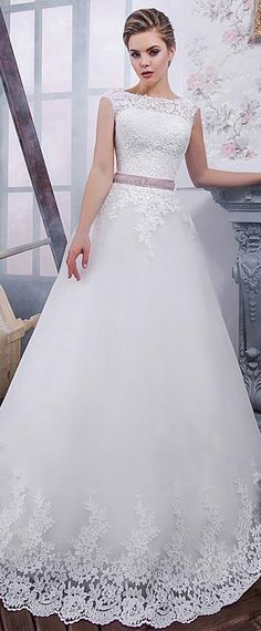Exquisite Tulle Jewel Neckline A-Line Wedding Dress With Lace Appliques & Belt