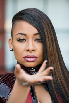 Raven Symone looks sooo beautiful Shaved Side Hairstyles, Undercut Hairstyles, Fashion Hairstyles, Short Weave Hairstyles, Braids With Shaved Sides, Raven Symone, Natural Hair Styles, Short Hair Styles, Shaved Hair