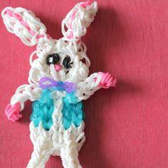 Rainbow Loom: Easter Bunny - The Crafty Mummy Rainbow Loom Patterns, Rainbow Loom Creations, Rainbow Loom Bands, Rainbow Loom Bracelets, Bead Loom Bracelets, Crazy Loom, Fun Loom, Rubber Band Crafts, Loom Craft