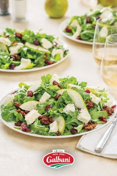 Springtime brings us back outdoors, and is the perfect time for our Pear and Arugula Salad—topped with Galbani Fresh Mozzarella—is the perfect dish to enjoy under sunshine. 😎 Best Salad Recipes, Salad Dressing Recipes, Holiday Foods, Holiday Recipes, Mango Mousse Cake, Delicious Food, Tasty, Salad Topping, Arugula Salad
