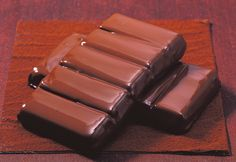 Gefüllte Pralinen selber machen: Schokolade richtig temperieren