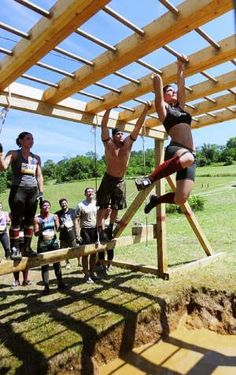 I wanna play! New summer cheer training? The Ultimate Ruckus Pump Up Playlist Obstacle Course Training, Kids Obstacle Course, Race Training, Training Courses, Backyard Gym, Backyard Playground, Outdoor Gym Equipment, Ninja Warrior Course, Fitness Trail