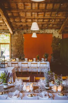 Sencilla decoración de boda estilo country {Foto, Sara Frost, Love & Happiness} #weddingdecoration #decoracionbodas #tendenciasdebodas