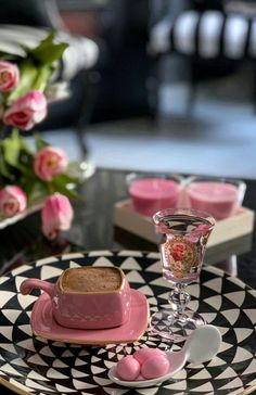 Todo en rosa** Pink is..... Coffee And Books, I Love Coffee, Coffee Set, Coffee Break, Coffee Presentation, Café Chocolate, Good Morning Coffee, Coffee Pictures, Breakfast Tea