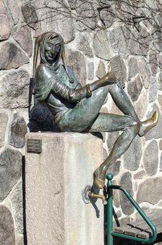 #Mölln Welcher Schleswig-Holsteiner kennt ihn nicht?Fast genauso bekannt wie die Figur Till Eulenspiegel selbst ist auch ihr Bronzeabbild aus den Händen von Karlheinz Goedtke. Die Plastik gehört zu den m...