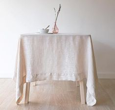 Lavishly elegant, in a simple and sophisticated jacquard weave, the Echo Tablecloth steps up when you are pulling out all the stops.