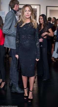 Pregnant Abbey Clancy and Peter Crouch attend exhibition | Daily Mail Online