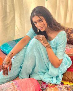 Snake Girl, Punjabi Salwar Suits, Digital Art Girl, Beautiful Girl Photo, Indian Girls, Indian Beauty, Bollywood Actress, Girl Photos, Sari
