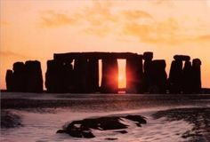 Stonehenge--Winter-Solstice-Anonymous-300180