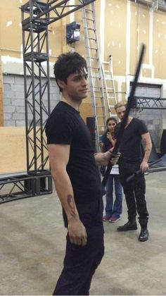 Matthew Daddario & Dominic Sherwood rehearsing stunts for Shadowhunters Matthew Daddario, Shadowhunters Tv Series, Shadowhunters The Mortal Instruments, Malec, Constantin Film, Cassie Clare, Cassandra Clare Books, Alec Lightwood, Abc Family