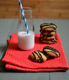 Healthy Almond Cookies - With Chocolate Drizzle - Kosher Recipes & Cooking Kosher Desserts, Kosher Recipes, Gluten Free Recipes, Cooking Recipes, Gluten Free Almond Cookies, Coconut Cookies, Salad Sauce, Chocolate Drizzle, Healthy Recipe Videos