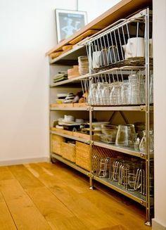例えばこんな食器回りの収納。