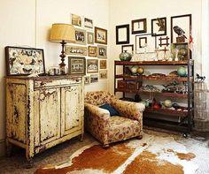 Você tem peças de mobiliário antigas, que eram de família, guardadas porque estão fora de moda? Este é o momento ideal para voltar a usá-las na sua casa. E para criar um ambiente único, mescle com itens decorativos contemporâneos. Não tem erro!  #decor #homedecor #decoracao #interiorstyling #interiordecor #designdeinteriores #vintage #estilovintage #vintagestyle #cadeiras #carrodemola #decorarfazbem #comprardecoracao.