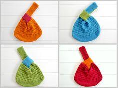 Welche Tasche, die deine täglichen und vielseitigen Bedürfnisse erfüllt, kannst du dir stricken? Na eine japanische Knotentasche… Diese ungemein praktische Tasche ist für viele Situationen perfekt geeignet: selbstverständlich als Wolltasche für
