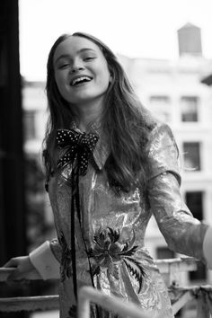 Sadie Sink sat and posed while telling us all about landing her dream role in Stranger Things season going on vacation with Millie Bobby Brown, and more. Stranger Things Season Two, Cast Stranger Things, Stranger Things Netflix, The Americans, Blue Bloods, Non Plus Ultra, Sadie Sink, Millie Bobby Brown, Foto E Video
