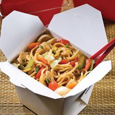 Chow mein au poulet et basilic Chow Mein Au Poulet, Asian Recipes, Healthy Recipes, Ethnic Recipes, Chop Suey, Good Food, Yummy Food, Noodle Bowls, Lunch Snacks