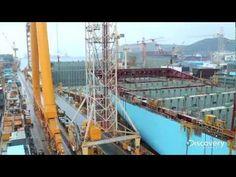 El primer Triple-E de la línea Maersk es el mayor buque portacontenedores del mundo, es capaz de cargar con 18.000 contenedores normalizados y desplaza 165.000 toneladas métricas. Comparativamente es el triple de grande que el Titanic, más o menos.  Se está construyendo en Okpo (Corea del Sur) y Discovery Channel  ha adelantado este time-lapse sobre un documental que están preparando.