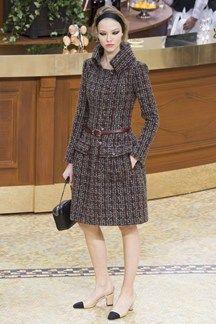 I love that coat collar! It turns all so much elegant   #FW1516 #DOliveiraFashionBlog   doliveirafashionblog.com
