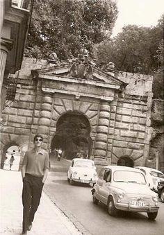 """Bajando de la alhambra. Granada, 1968""."