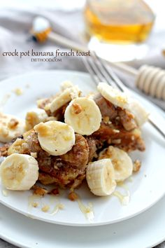 Crock Pot Creamy Banana French Toast - Full of amazing flavors, this French Toast is loaded with bananas and it's baked in the Crock Pot. {Use gluten-free bread for GF verso One}