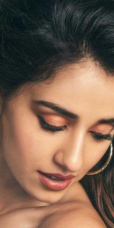 Indian Actress Hot Pics, Indian Bollywood Actress, Beautiful Bollywood Actress, Beautiful Indian Actress, Beautiful Girl In India, Beautiful Blonde Girl, Beautiful Girl Photo, Korean Beauty Girls, Beauty Full Girl