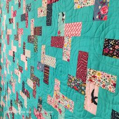 Easy and quick to make. One JR and yardage. #nationaljellyrollday #projectjellyroll2020 #showmethemoda @quiltjane Jr, Free Pattern, Quilting, Blanket, Easy, Projects, Log Projects, Blue Prints, Sewing Patterns Free