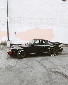 1982 black Porsche 911 classic // www.mijaflatau.com