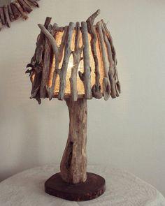 Driftwood Lamp, Driftwood Sculpture, Pallet Furniture Designs, Log Furniture, Cardboard Crafts Kids, Wood Crafts, Rustic Lamps, Rustic Lighting, Deco Luminaire
