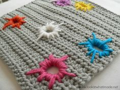 This Paint Splatter Square is an excellent way to use some of your scrap yarn, especially pieces of 1 meter or less. Pattern by Suzi Lock.