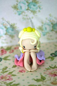 Figurine de fée Polymer Clay Fairy, Sculpey Clay, Cute Polymer Clay, Polymer Clay Dolls, Polymer Clay Projects, Polymer Clay Charms, Clay Crafts, Clay Wall Art, Clay Fairies