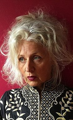sarah jane adams interview, going grey graciously, beuatiful grey hair, beauty…